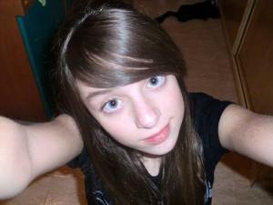 Esta es una fot mía de hace unos años en la que e ve cual es mi color de base o color natural de pelo. La he puesto como gui para que veais como me han agarrado las decoloraciones y los tintes a partir de un color como éste
